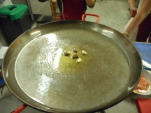 Starting from the center, seasoning the oil.
